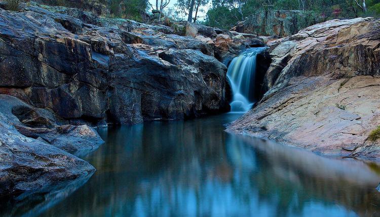 谷拉姆瀑布Gooram Falls