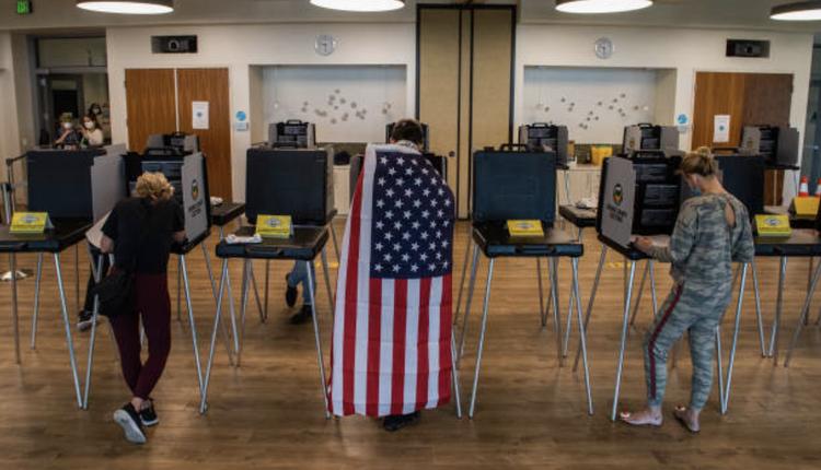 加州选民投票在11月3日当天投票
