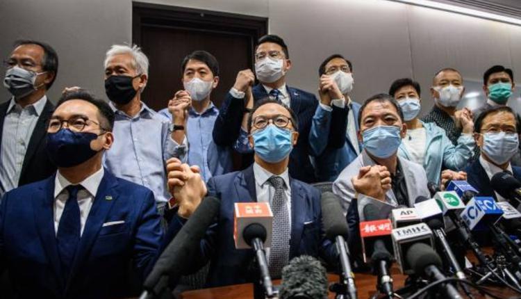 香港民主派议员集体总辞