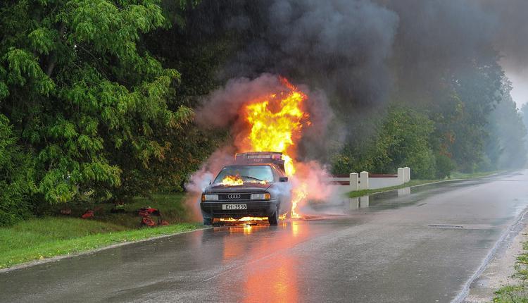 车祸,车着火