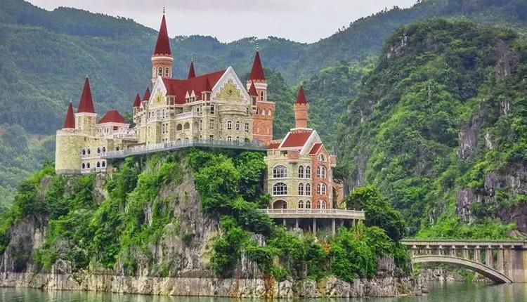 贵州兴义万峰湖吉隆堡酒店