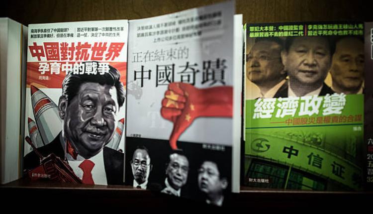 香港铜锣湾一家书店内展示与中国政治有关的杂志