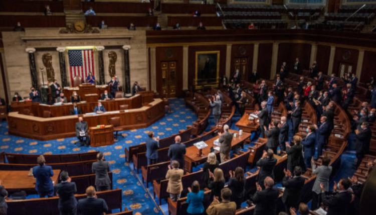 美国国会6日举行联席会议