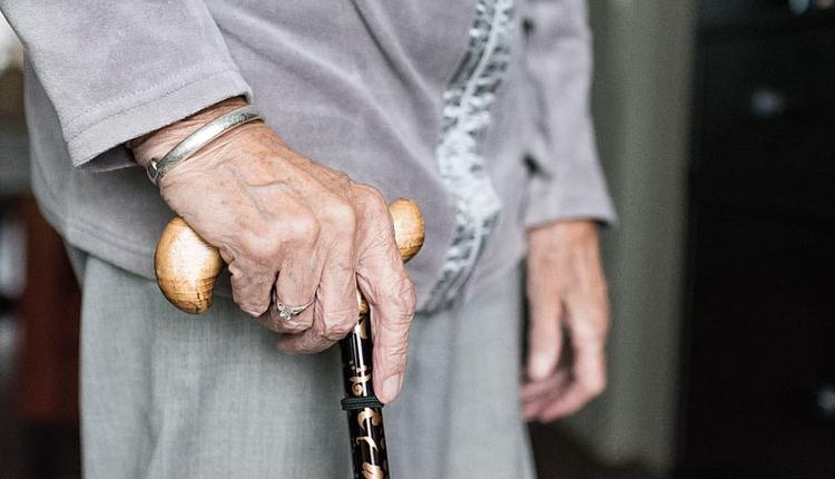 老人 长者(图片来源:Piqsels)