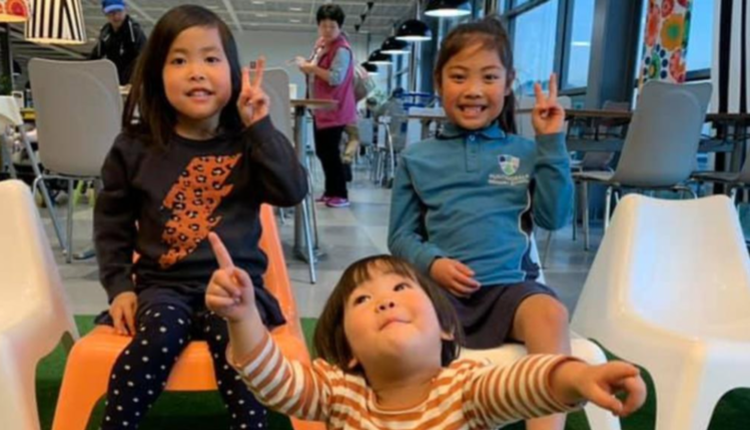 图为命丧火海的三名女童