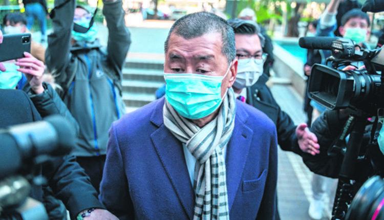 12月31日,香港传媒大亨黎智英到达法院