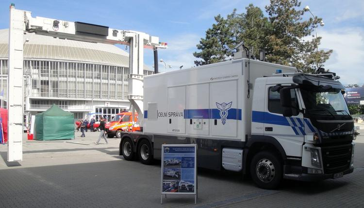 同方威视Nuctech的X光检查卡车