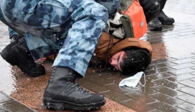 俄罗斯各地1月31日再现大批群众上街示威,要求释放遭关押的反对派领袖纳瓦尔尼