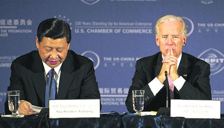 图为2012年时任美国副总统的拜登和中国国家副主席的习近平在一次会议上。