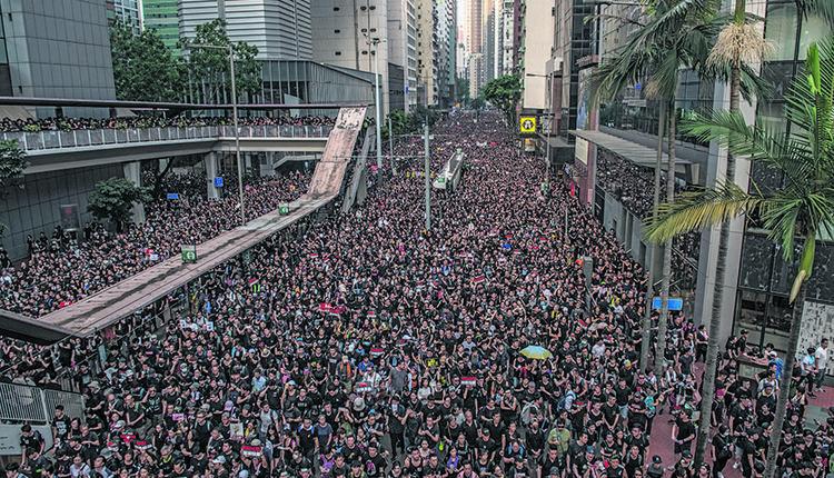 """2019年6月16日,香港民众参加""""反送中""""游行"""