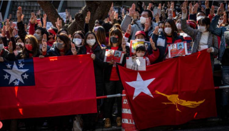 缅甸示威者在大使馆门前  抗议中国帮助军方政变