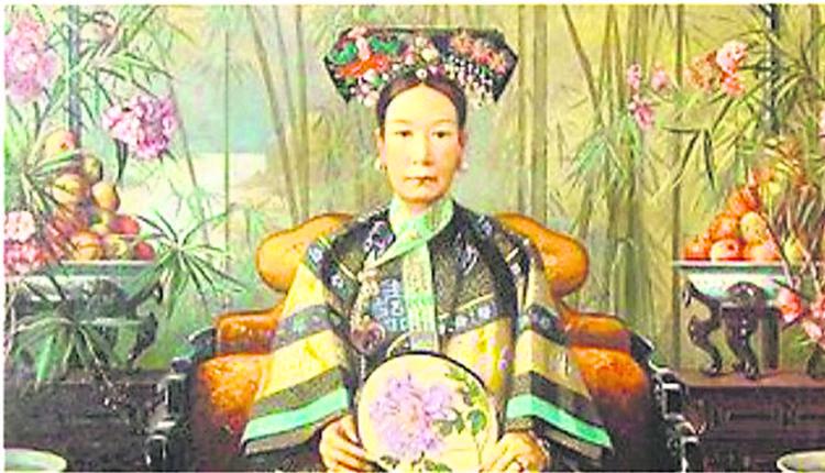 荷兰画家胡博.华士所绘的慈禧肖像局部。