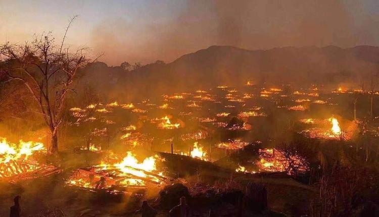 云南临沧市翁丁村部落几乎被熊熊大火付之一炬