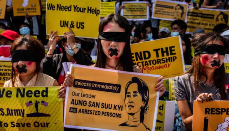缅甸民众抗议军方发动政变
