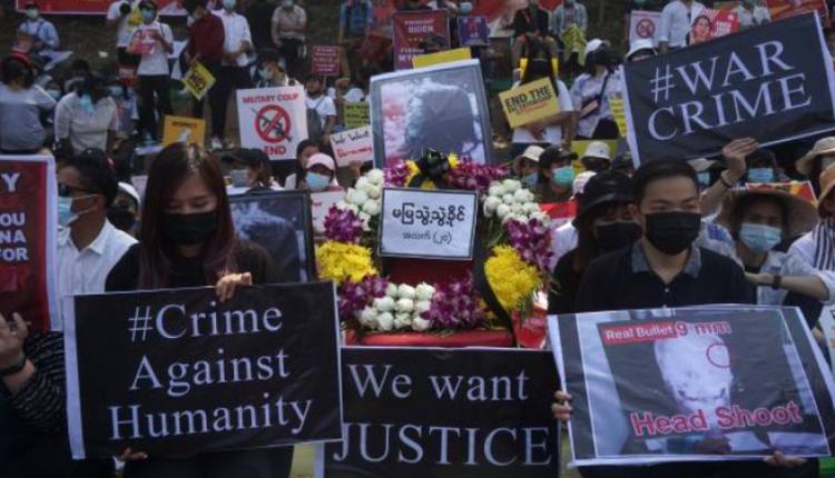 缅甸民众在仰光美使馆前抗议