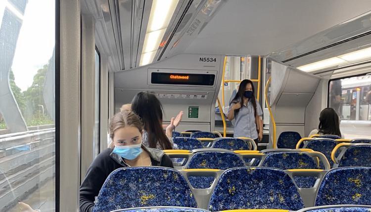 火车,女士,女性,女人,口罩,悉尼