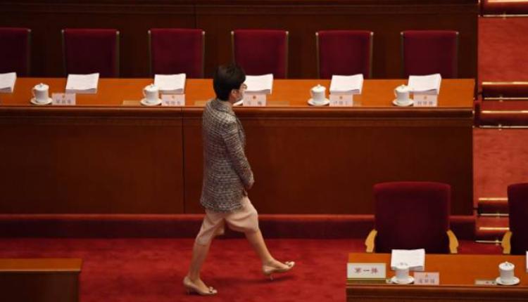 香港特首林郑月娥5日在人民大会堂参加会议