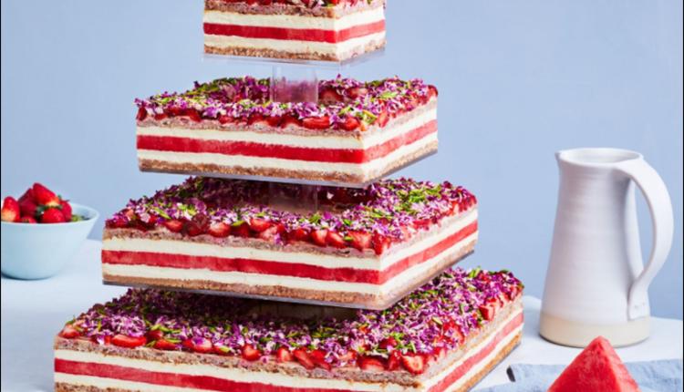 草莓⻄瓜蛋糕