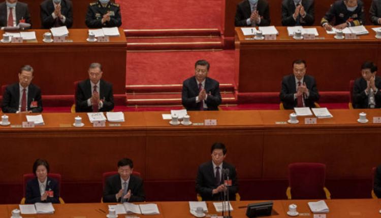 3月5日中国两会习近平面前的茶杯引发外界关注