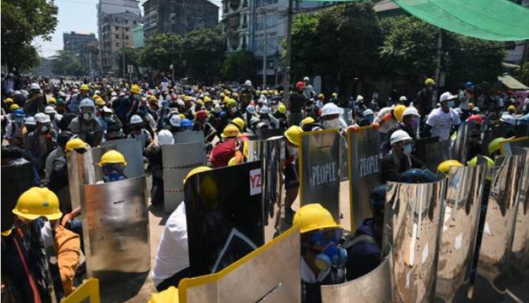 缅甸民众在仰光示威