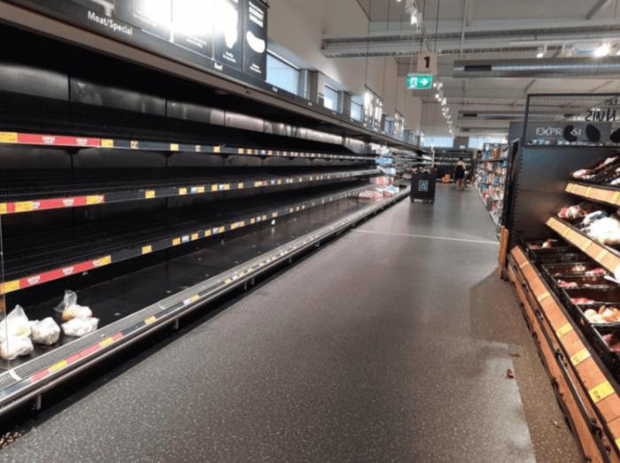 购物者Leanne惊讶地发现位于昆州North Lakes的Aldi门店内的冷藏货架变得空空如也
