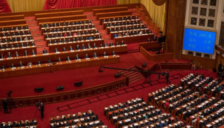 全国人大通过完善香港选举制度的决定