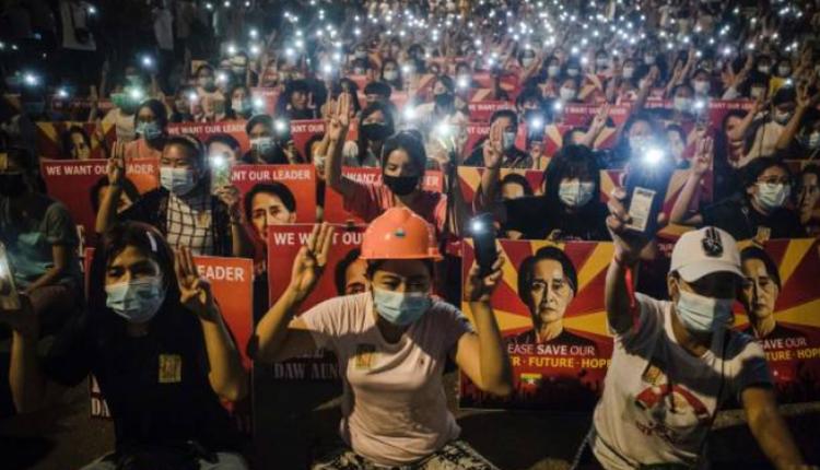 缅甸仰光民众静坐示威抗议军方政变