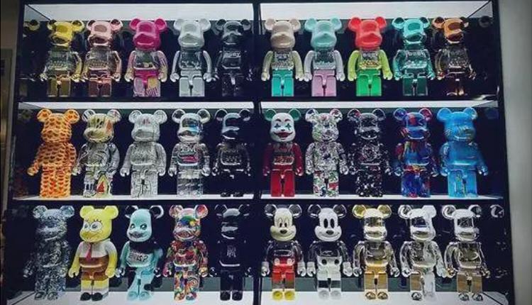 中国艺人黄子韬的积木熊收藏