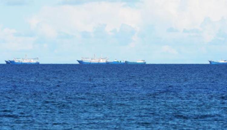 在菲律宾海域附近的中国船只