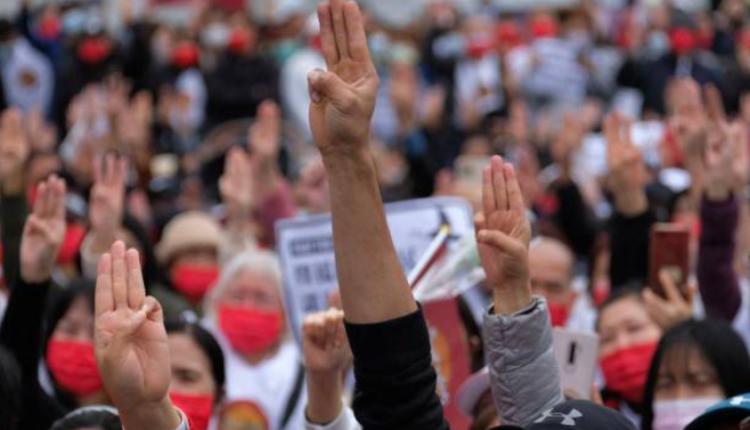 台湾缅甸侨民在台北自由广场声援缅甸民众示威