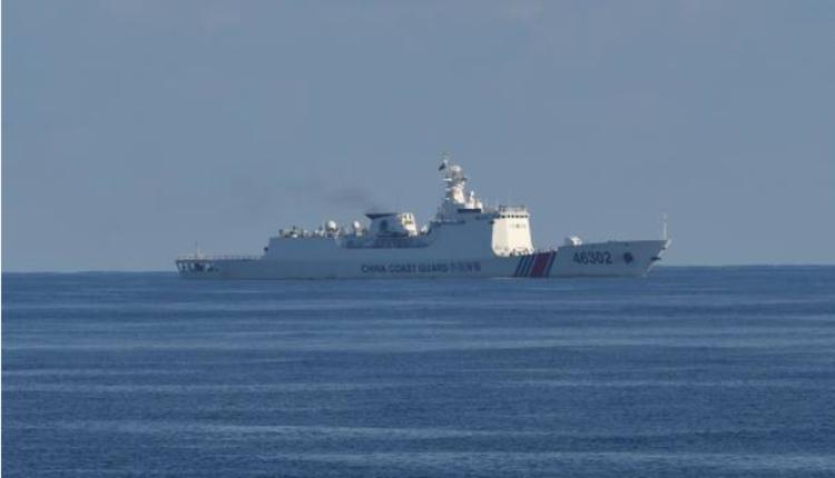 中国海警船在菲律宾海防线附近巡逻