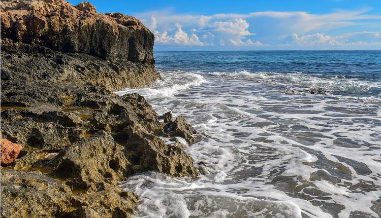 海边 岩石