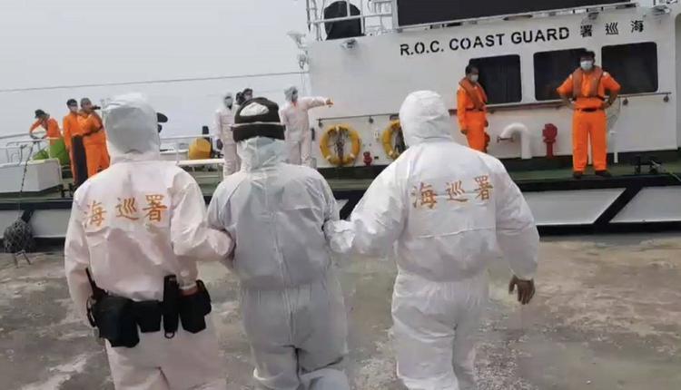 中国男自制浮具偷渡金门被逮