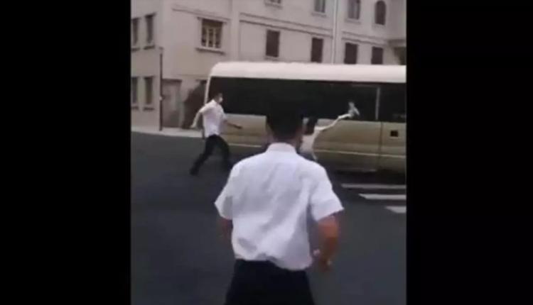网传长发女子向习近平车队递交喊冤状纸照片。