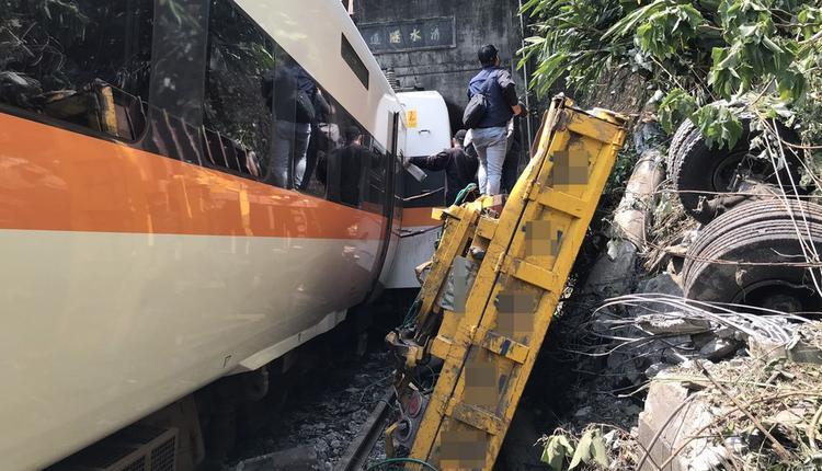 台铁太鲁阁号脱轨造成36人死亡72人被困
