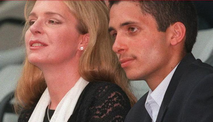 约旦前王储哈姆扎(Hamzah bin Hussein)与母亲努尔王妃合照