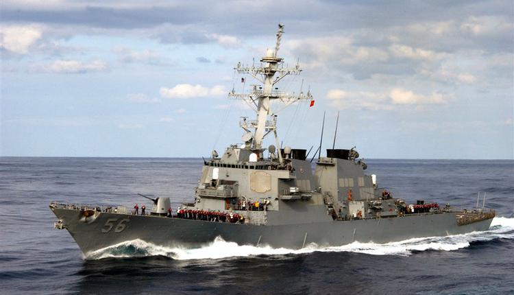 美军第七舰队的驱逐舰马侃号7日通过台湾海峡