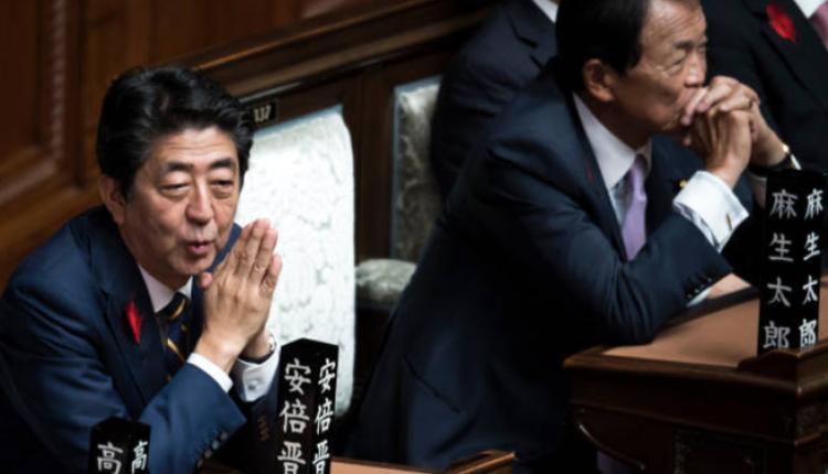 麻生太郎與前日本首相安倍晉三