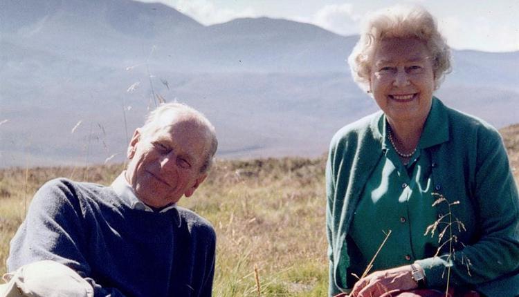 女王伊麗莎白二世先前分享她最愛的一張兩人合照