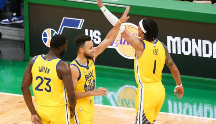 [NBA] 柯瑞连10场破30分大关 追平布莱恩纪录