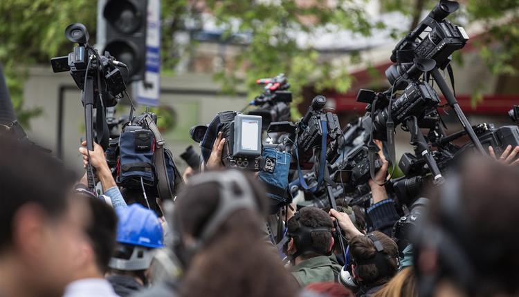 记者新闻自由