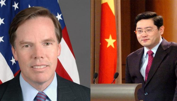 伯恩斯(左)、秦刚(右)合成图片