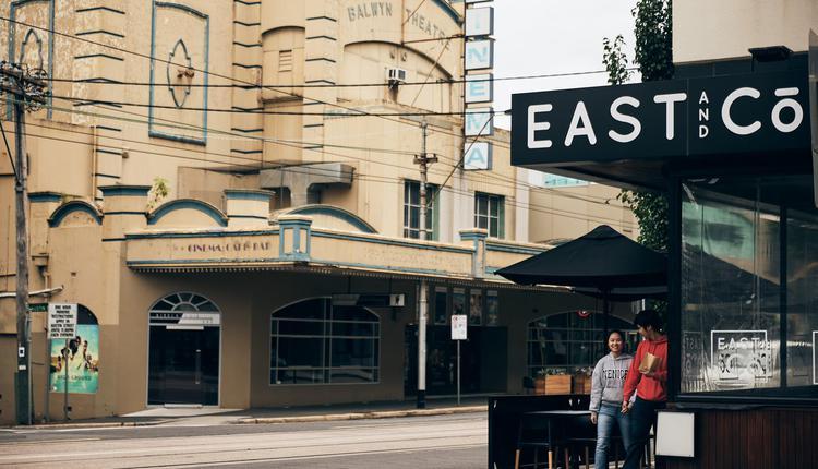 East&Co位于Palace Balwyn影院对面