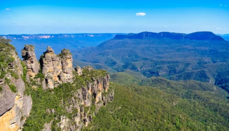 从澳洲蓝山国家公园的Echo Point 眺望著名的Three Sisters峰。