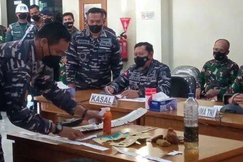 印尼军方在25日召开新闻会,宣布失联潜艇上的53人全部遇难。