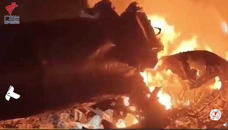 中国安徽马鞍山市26日晚间传出两架军用训练直升机相撞起火。