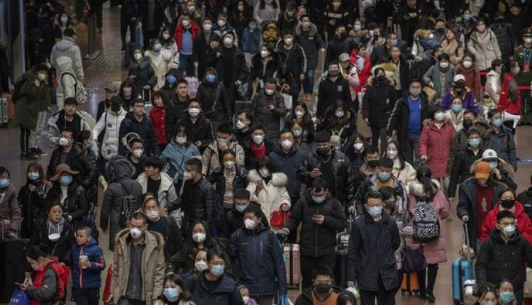 图为中国民众出行