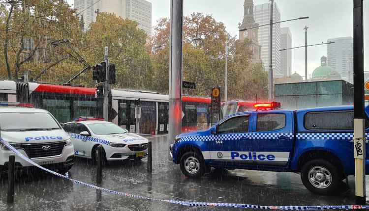 警方正在town hall火车站紧急调查。