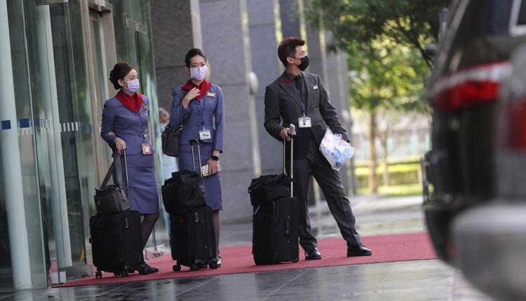 航空公司机组员必须频繁地出国,所以一直是国家检疫规定里的特殊族群。