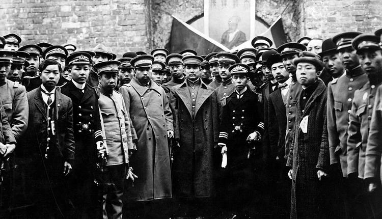 孙中山1912年率领南京国民政府官员200余人拜谒明太祖高皇帝孝陵